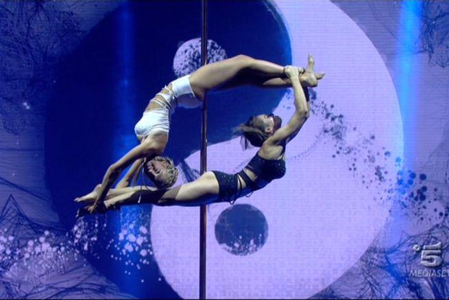 doublette pole dance